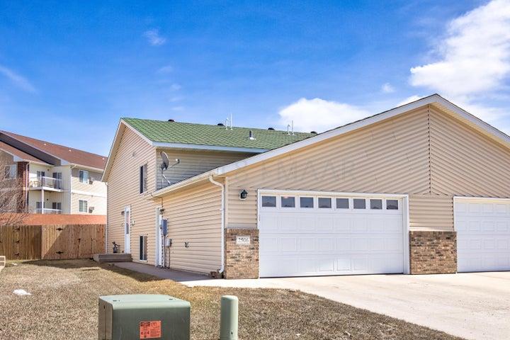 2506 AMBER VALLEY Court, Fargo, ND 58104