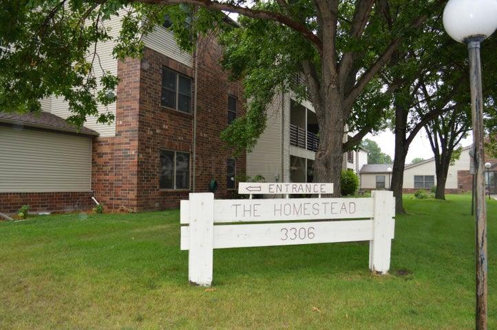 3306 VILLAGE GREEN Boulevard, Moorhead, MN 56560
