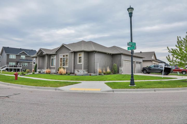 3796 BELL Boulevard E, West Fargo, ND 58078