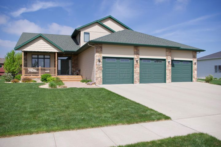 4841 WOODHAVEN Drive S, Fargo, ND 58104