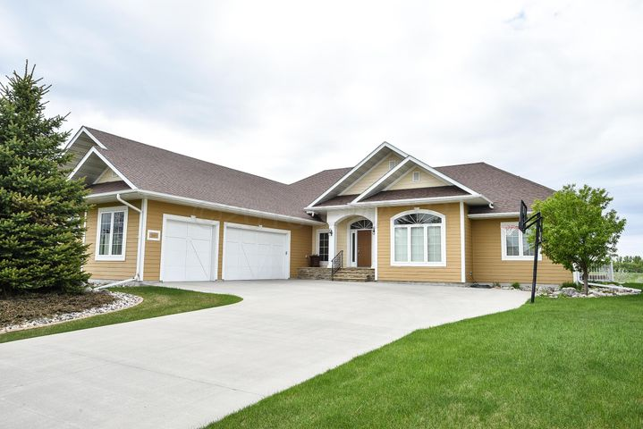 5885 SILVERLEAF Drive S, Fargo, ND 58104