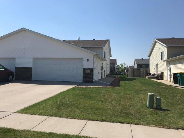 981 41 Avenue W, West Fargo, ND 58078