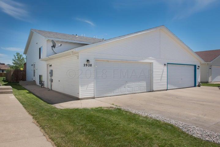 2928 WHEATLAND Drive S, Fargo, ND 58103