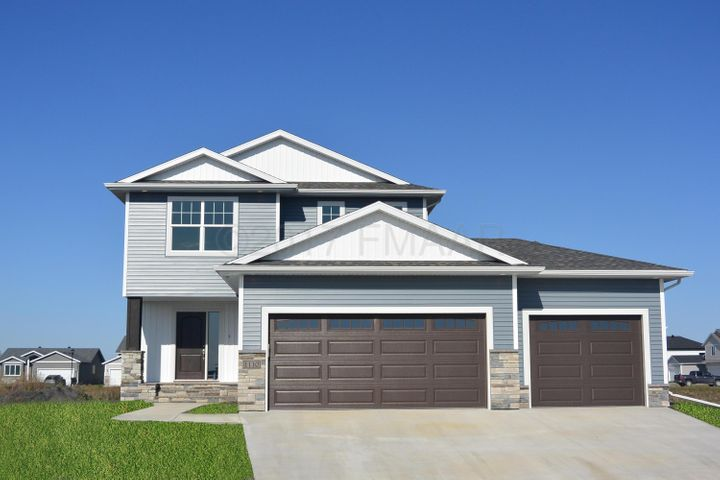 1110 COMMANDER Drive W, West Fargo, ND 58078