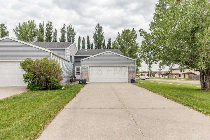 3246 30 Avenue S, Fargo, ND 58103