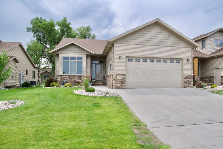 4254 COVENTRY Drive S, Fargo, ND 58104
