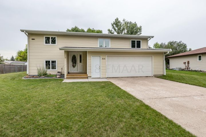 814 DOLORES Drive, West Fargo, ND 58078