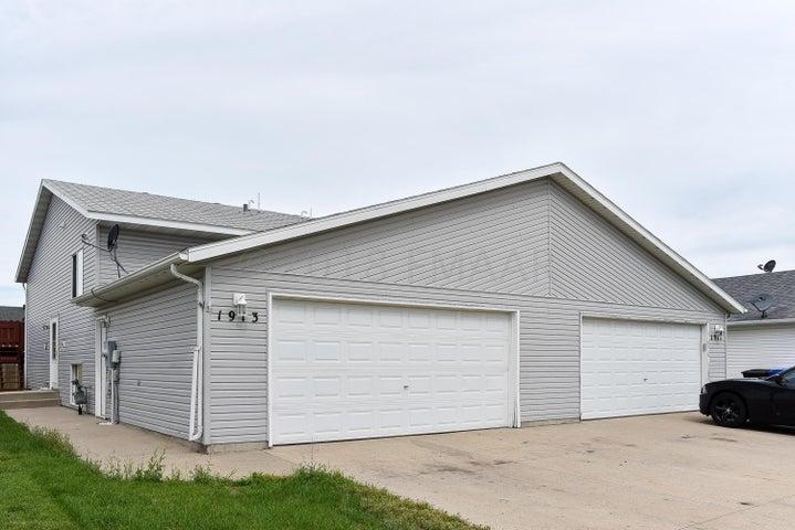 1913 49 Street S, Fargo, ND 58103