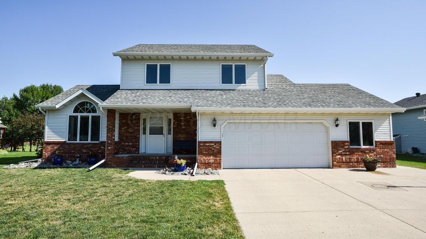 1102 SOMMERSET Drive, West Fargo, ND 58078