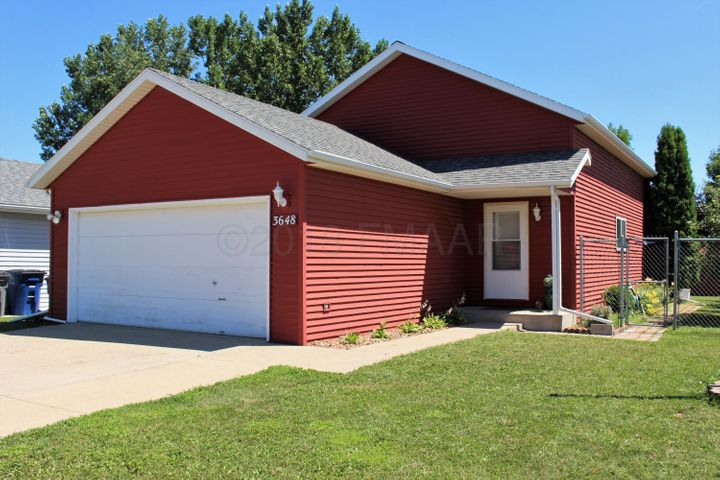 3648 VILLAGE GREEN Lane, Moorhead, MN 56560