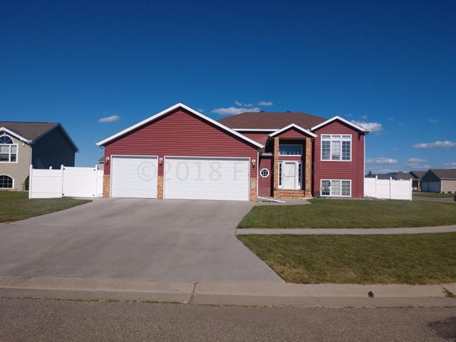 4535 SUNSET Boulevard, West Fargo, ND 58078