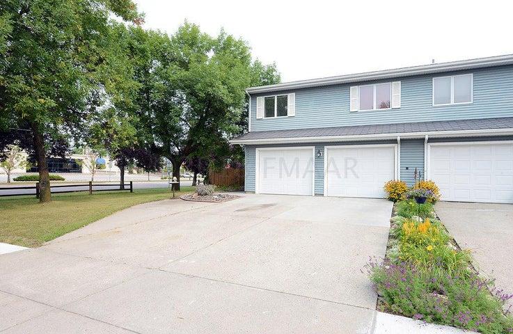 2421 24 Avenue S, Fargo, ND 58103