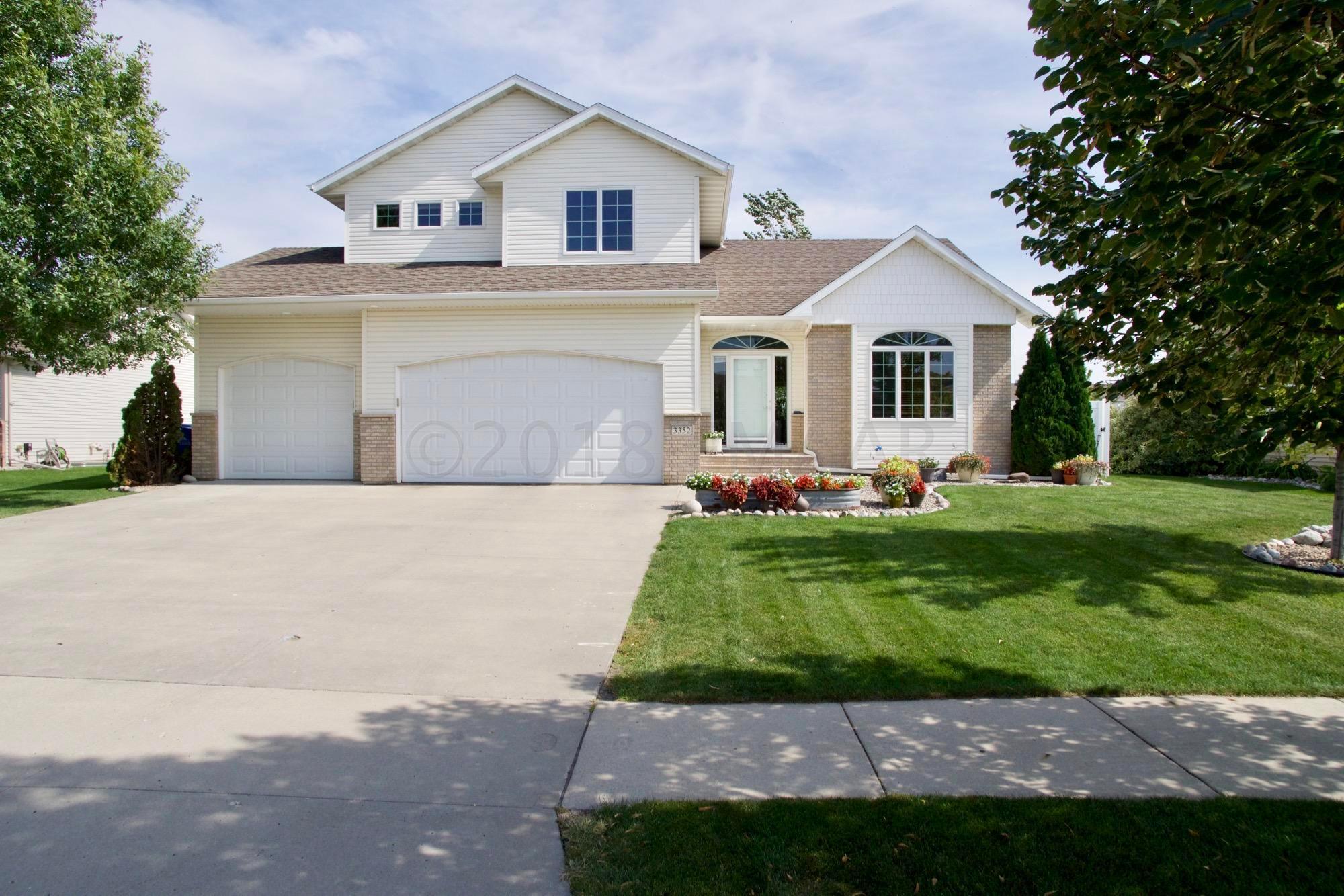 3352 WASHINGTON Street S, Fargo, ND 58104