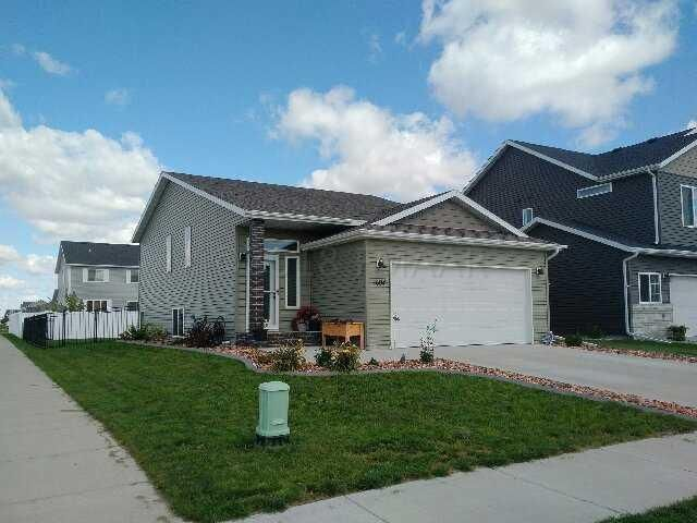 1604 44TH Avenue S, Moorhead, MN 56560