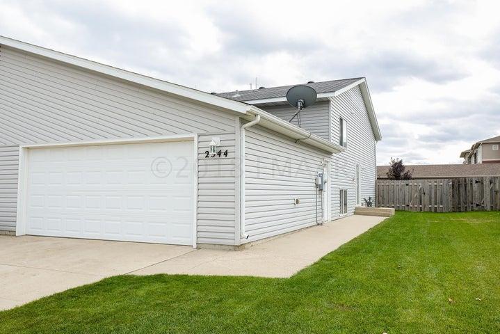 2544 AMBER VALLEY Court S, Fargo, ND 58104