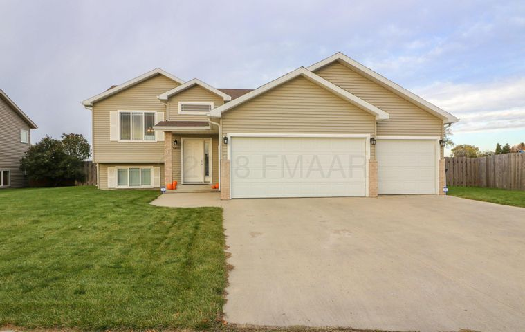 1480 41ST Avenue S, Moorhead, MN 56560