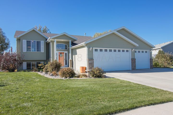 585 S SEDONA Drive, West Fargo, ND 58078