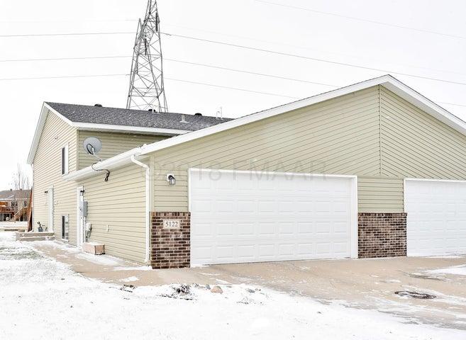 5122 48 Avenue S, Fargo, ND 58104
