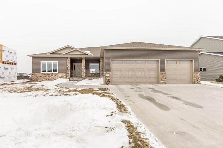 1071 LEGION Lane W, West Fargo, ND 58078