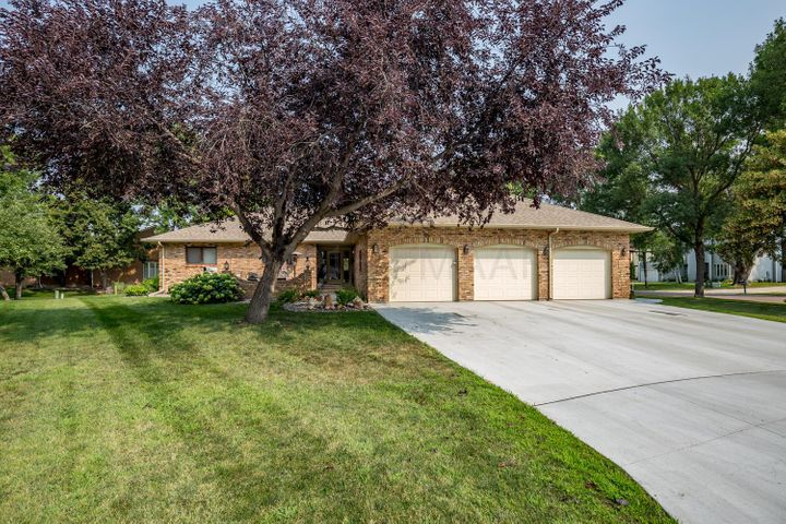 187 PRAIRIEWOOD Drive S, Fargo, ND 58103