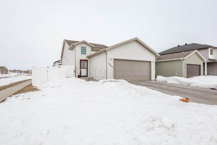 4889 CHELSEA Lane S, Fargo, ND 58104