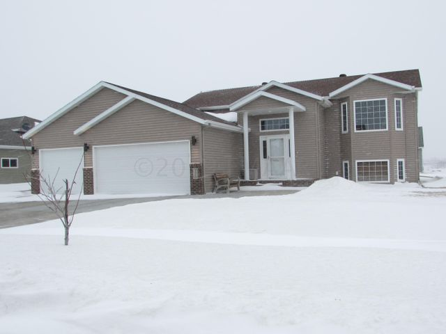 4535 SUNRISE Drive, West Fargo, ND 58078