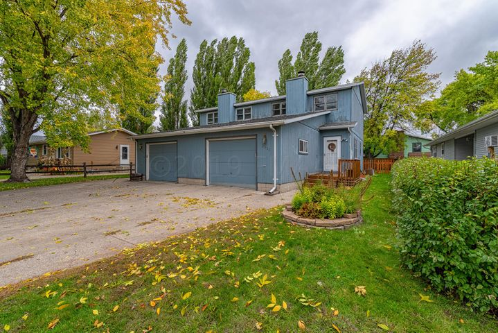 2311 S 20TH Street, Grand Forks, ND 58201