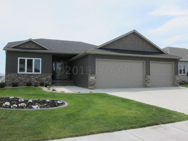 1420 36 Street S, Moorhead, MN 56560