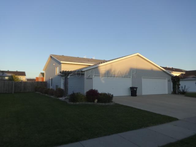 2009 50 Street S, Fargo, ND 58103