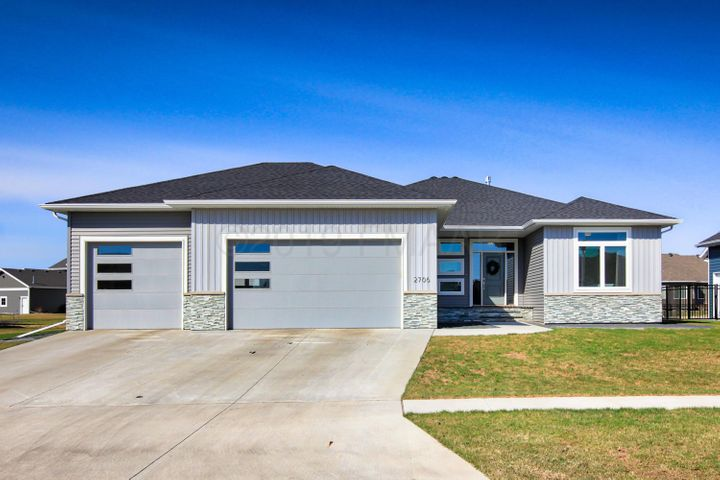 2706 PYLE Lane E, West Fargo, ND 58078