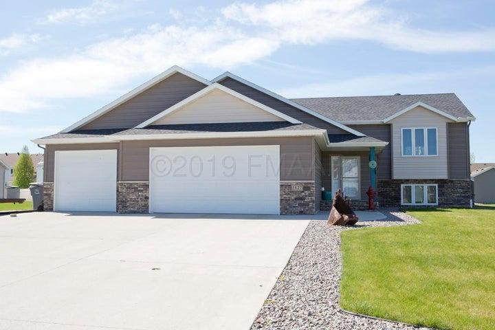 1827 52ND Avenue N, Moorhead, MN 56560