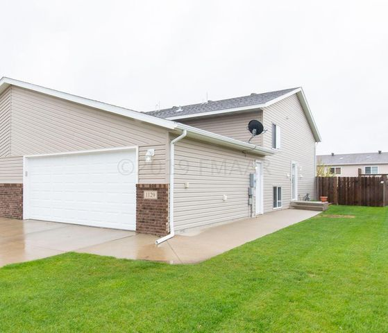 1129 43 Avenue W, West Fargo, ND 58078