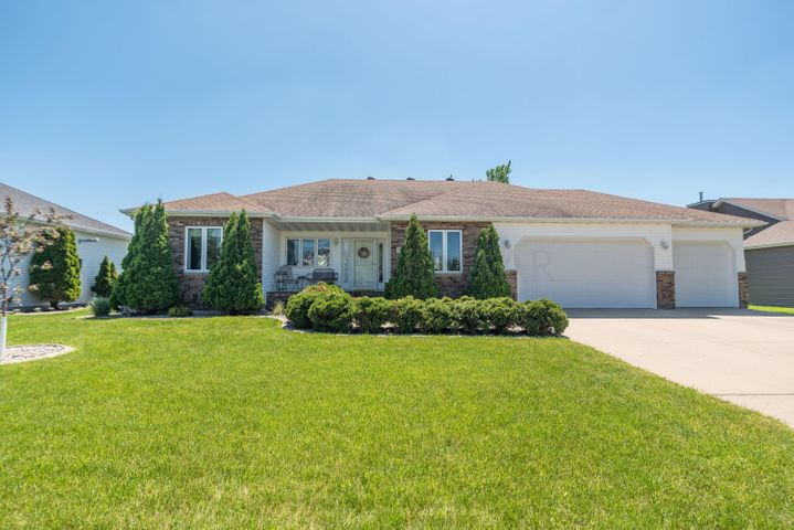 449 CLEARVIEW Court, Moorhead, MN 56560