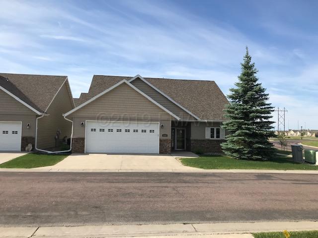 4382 REDWOOD Lane S, Fargo, ND 58104
