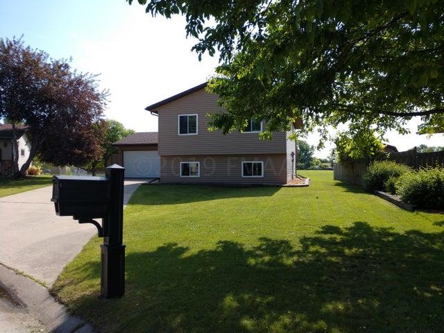 2408 CROMWELL Street S, Moorhead, MN 56560