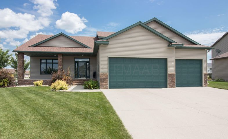 4706 ARBOR Court S, Fargo, ND 58104