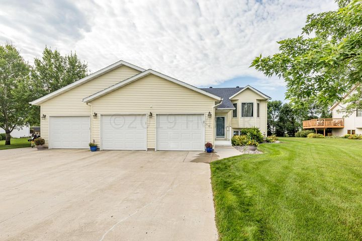 401 FAIRWAY Drive, Casselton, ND 58012