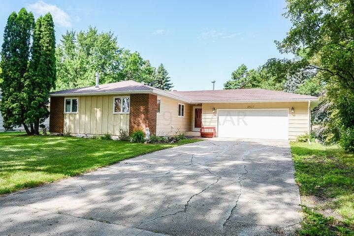 2537 ARROWHEAD Road S, Fargo, ND 58103