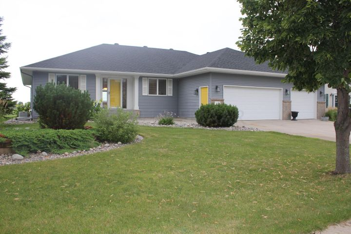 423 CLEARVIEW Court, Moorhead, MN 56560