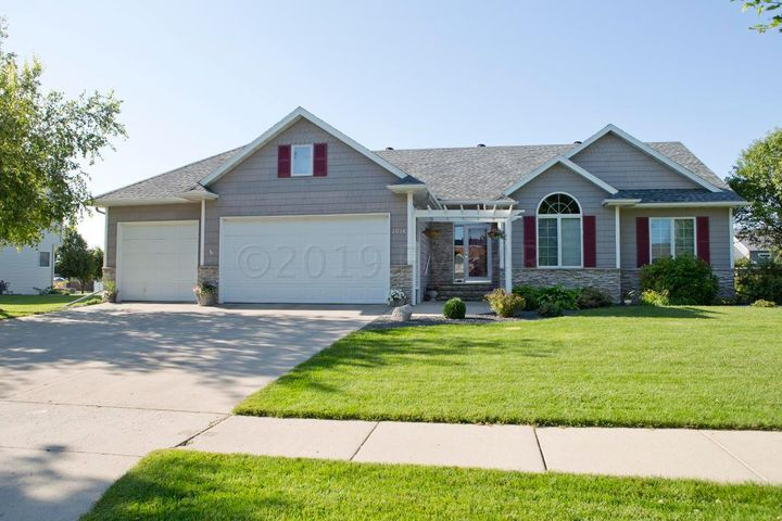1014 45 Avenue N, Fargo, ND 58102