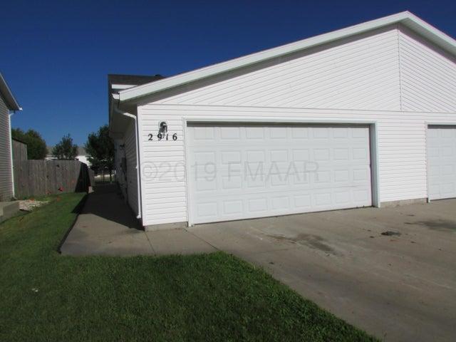 2916 WHEATLAND Drive S, Fargo, ND 58103