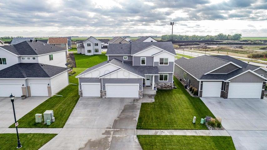 837 ALBERT Drive W, West Fargo, ND 58078