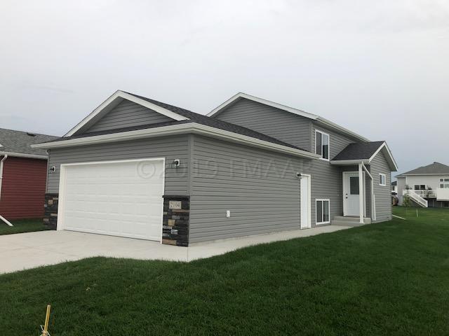 2104 ADMIRAL Drive W, West Fargo, ND 58078
