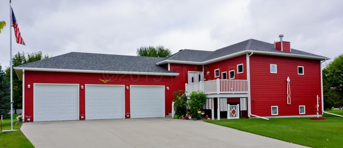 Welcome to 5421 11 St S Fargo located in the River Vili Addition.