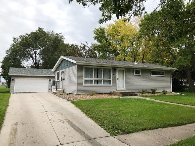 434 3RD Avenue E, West Fargo, ND 58078