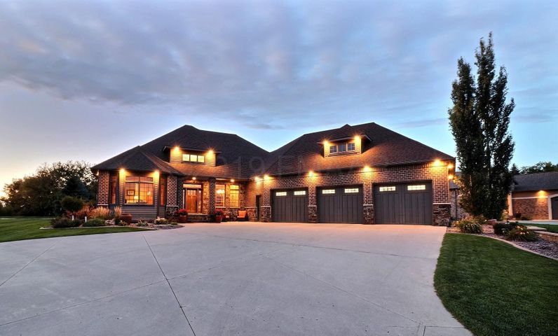 4249 66 Street S, Fargo, ND 58104