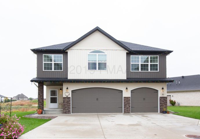 4128 CLUBHOUSE Drive S, Fargo, ND 58104