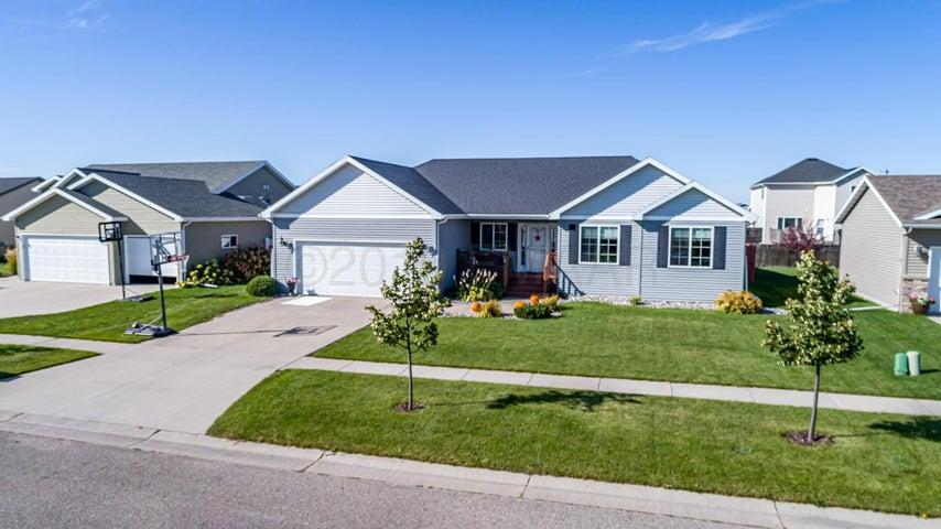 4514 NEWPORT Lane, West Fargo, ND 58078