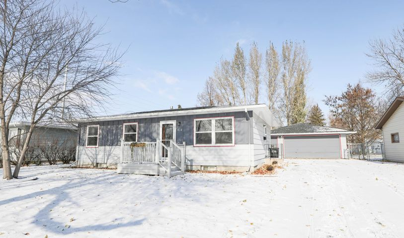 414 4TH Avenue E, West Fargo, ND 58078