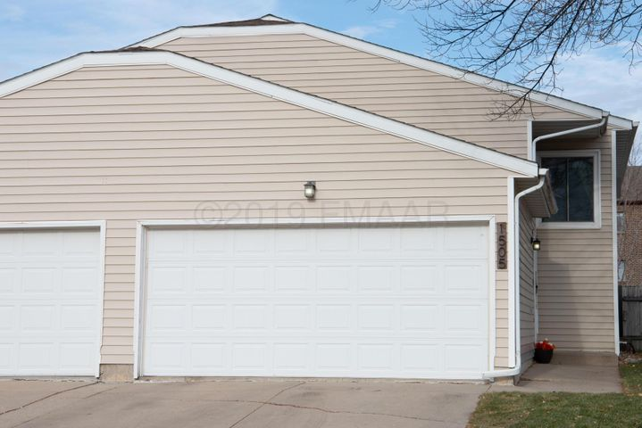 1505 28 Avenue S, Fargo, ND 58103